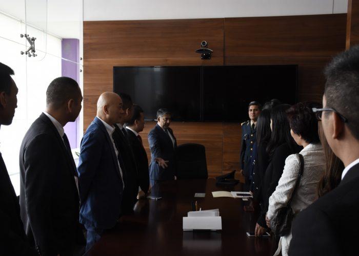 国防部代表Trujillo将军接待捐赠的协会代表