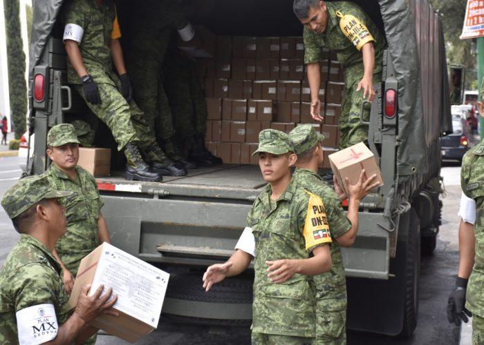 军队接收搬运物资